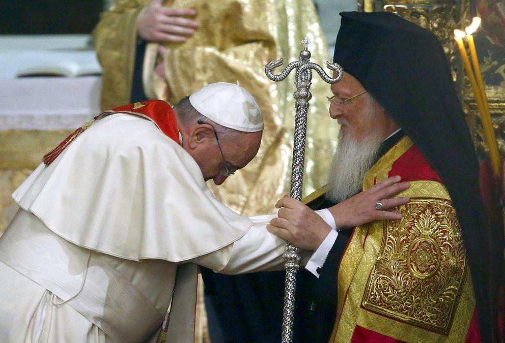 Foto: El patriarca ortodoxo Bartolomé I junto al Papa Francisco durante su visita a Estambul (Reuters)