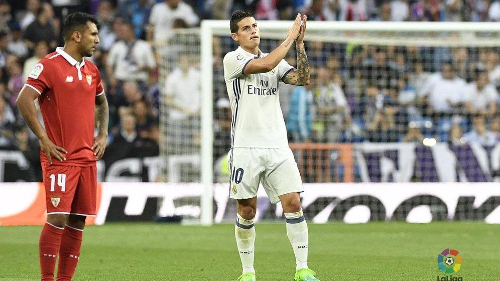 Foto: James se fue del Bernabéu con gesto de despedida. (LaLiga)