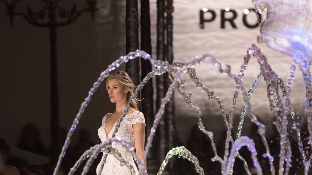 Foto: Una modelo luce las creaciones de la colección Atelier para 2018 de la firma Pronovias. (EFE)