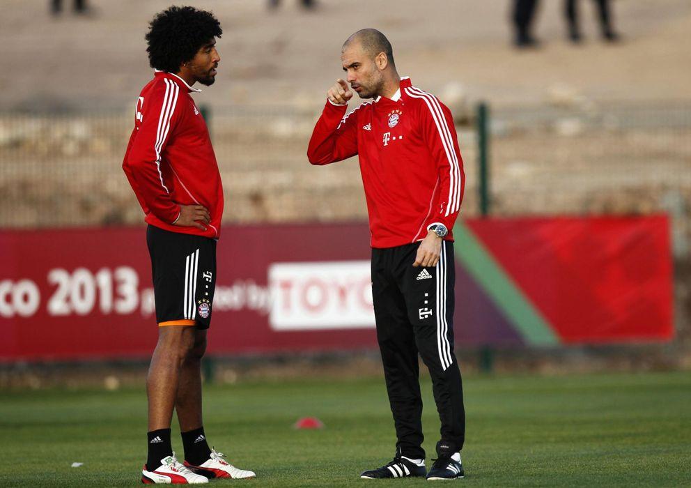 Foto: Guardiola charla con Dante durante el entrenamiento en Marruecos (Reuters).