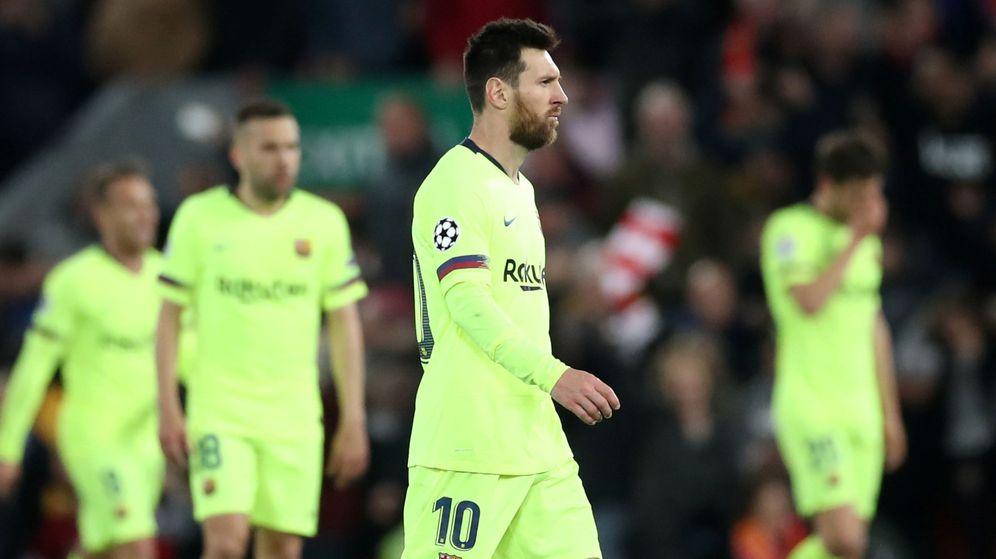Foto: Los jugadores del FC Barcelona abandonan el campo después de caer en las semifinales de la Champions ante el Liverpool en Anfield. (Reuters)