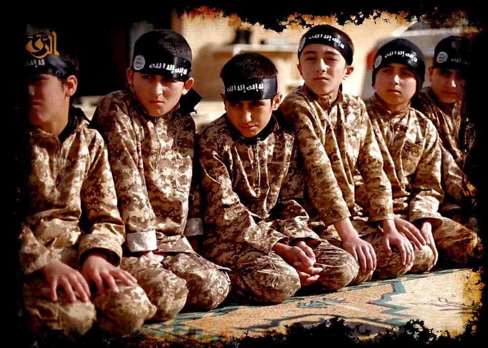 Foto: Una imagen difundida por el ISIS de un campo de entrenamiento para menores ubicado en Raqqa, 'capital' siria del Califato.