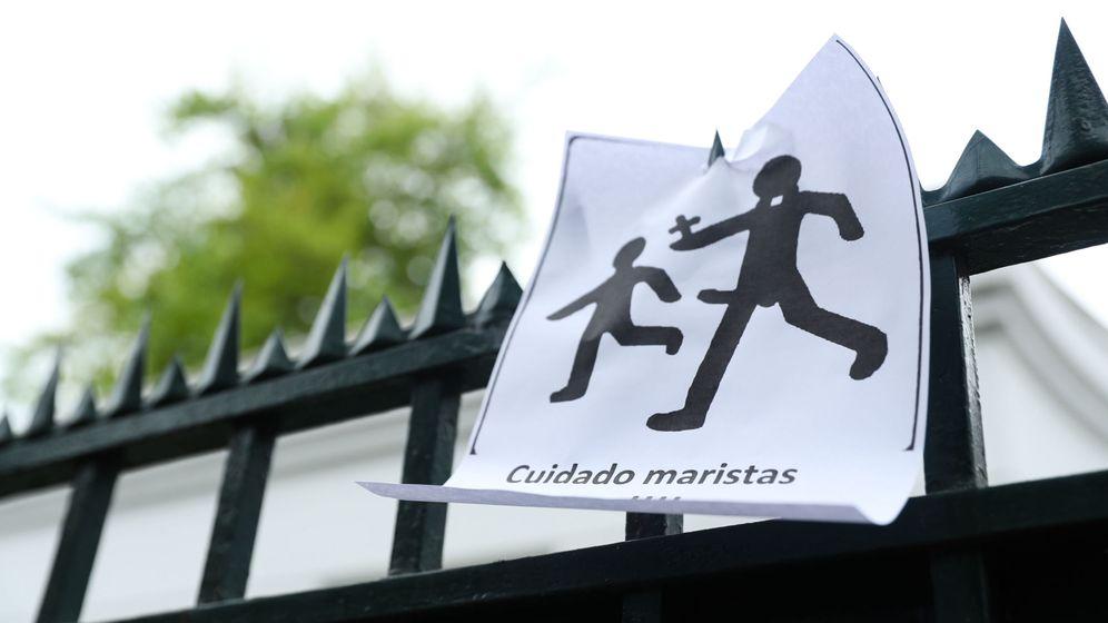 Foto: Detalle de un cartel de protesta contra los hermanos maristas. Foto: Efe
