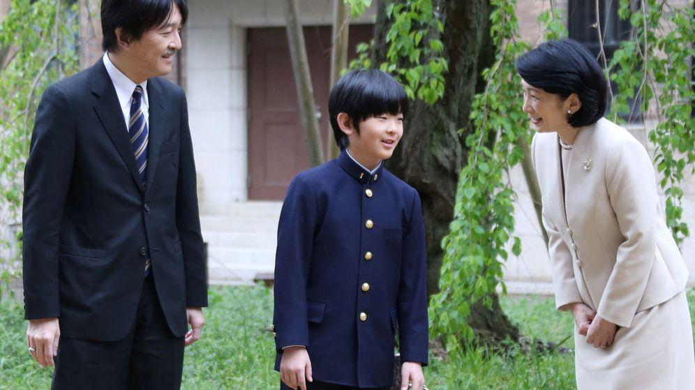 Foto: El príncipe Hisahito, con sus padres. (Reuters)