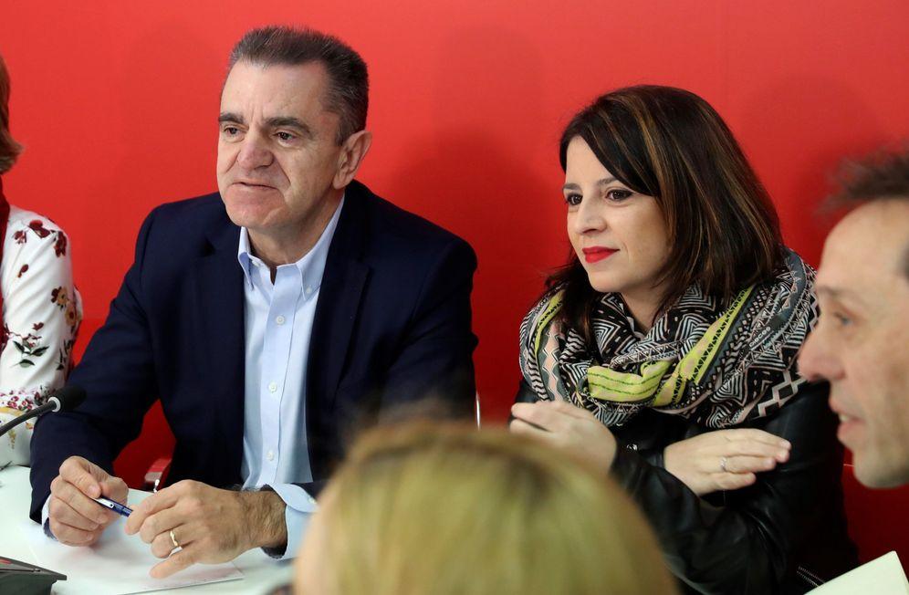 Foto: Adriana Lastra, número dos del PSOE, junto al secretario general de los socialistas madrileños, este 26 de marzo. (EFE)