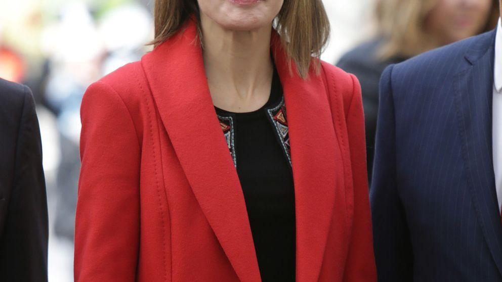 Doña Letizia confirma en su último acto lo que ya sabíamos: el rojo es su color