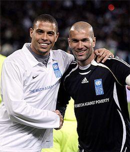 Foto: Zidane y Ronaldo vuelven a escena en el Partido Anual contra la Pobreza