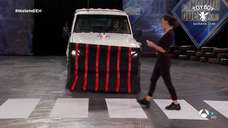 La lona, recién activada en el vehículo. (Atresmedia)