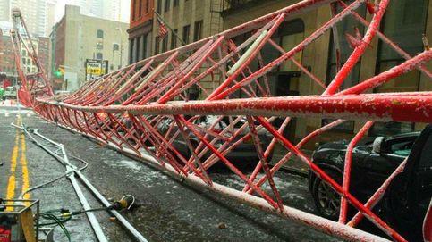 Un muerto y tres heridos al caer una grúa de un edificio en Nueva York