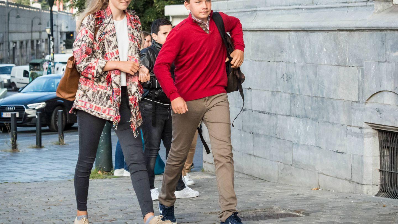 Elisabeth y Gabriel acudiendo a la escuela. (Gtres)