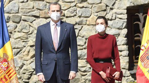 Letizia y el remiendo de su vestido de Massimo Dutti en su primer día en Andorra