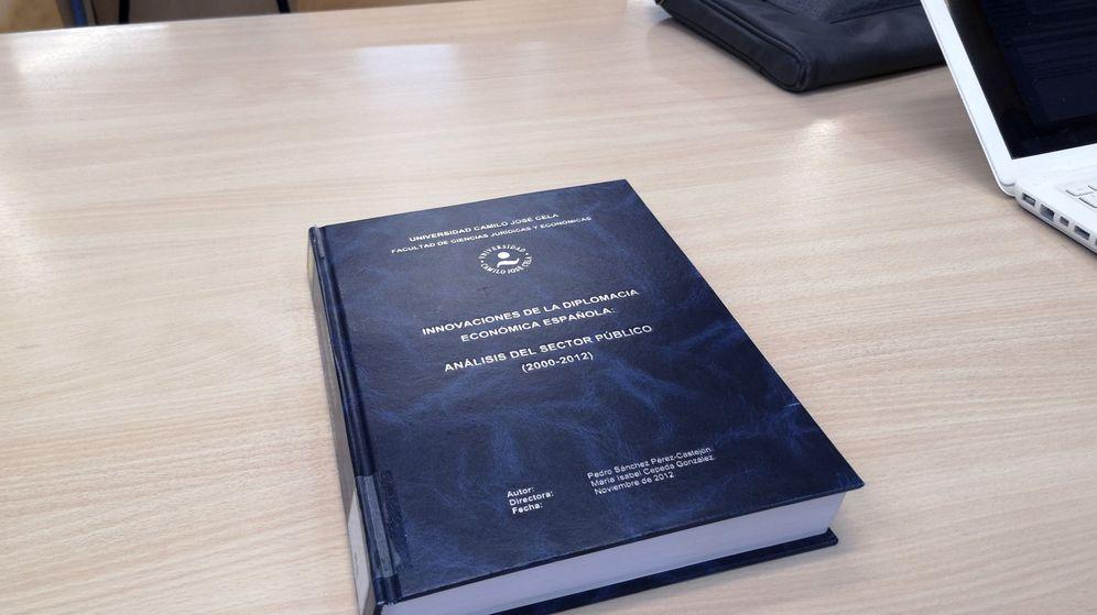 Foto: Portada de la tesis doctoral del presidente del Gobierno, Pedro Sánchez, que se encuentra en la Universidad Camilo José Cela, donde se puede consultar. (EFE)
