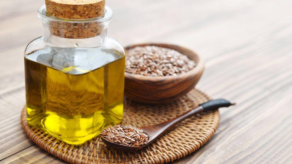 Foto: El aceite y las semillas del lino. (iStock)