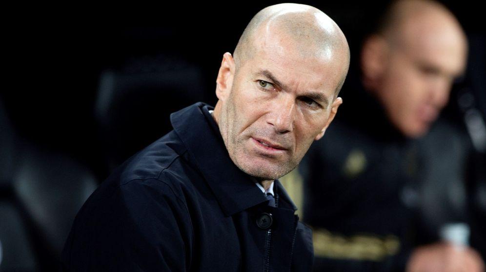 Foto: Zidane, durante el partido contra el Athletic disputado en el Bernabéu. (EFE)