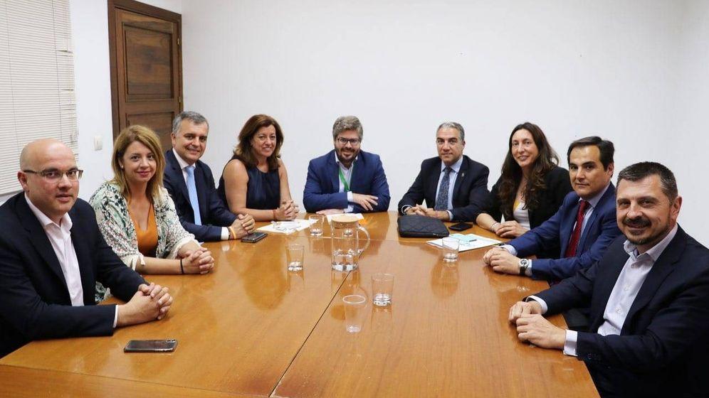 Foto: Reunión de la mesa de negociación de Ciudadanos y PP en Andalucía.