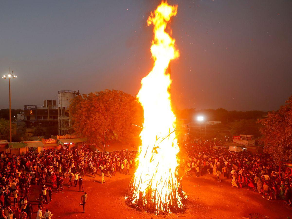 Foto: Una hoguera ritual en India. (Reuters)