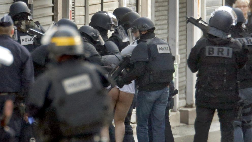 Al menos dos muertos y varios heridos en una redada policial en Saint Denis
