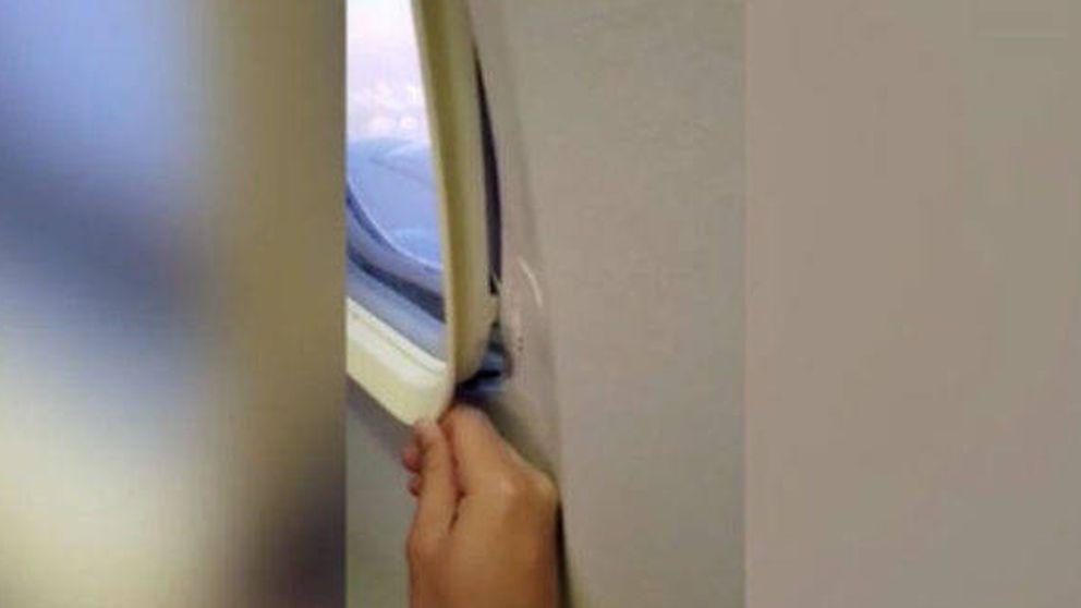 Lo que pasa cuando la ventanilla del avión se abre en pleno vuelo