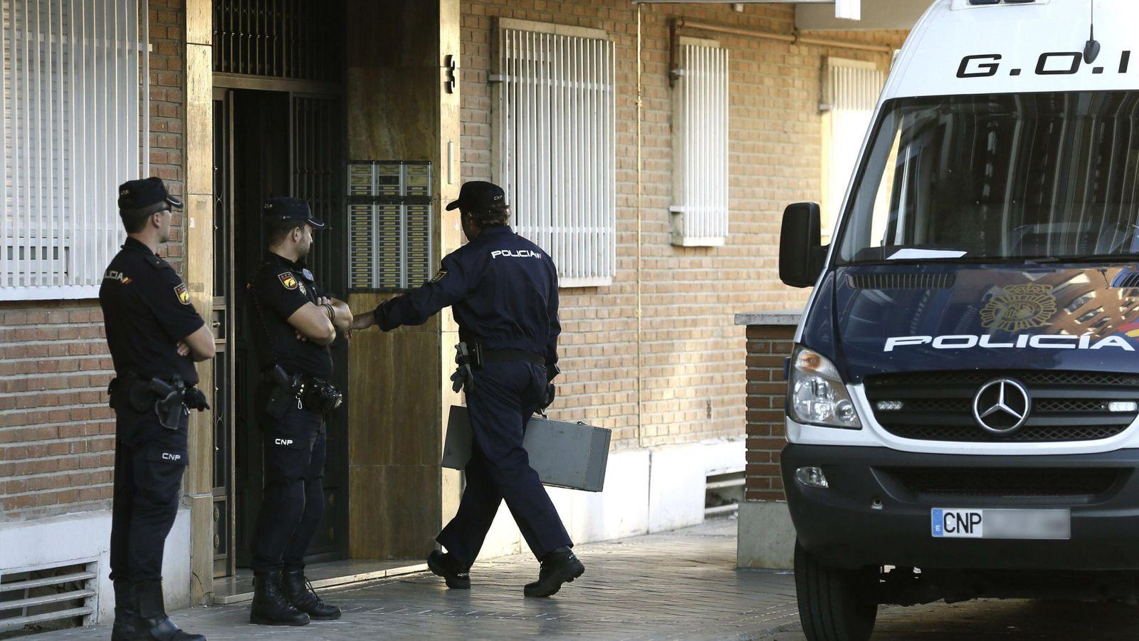 Foto: Imagen de archivo de varios miembros de la Policía. (EFE)