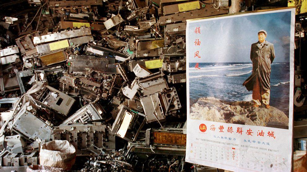 'Detectives' de la tecnobasura: así evitan que tu viejo móvil acabe contaminando el mundo