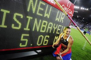 Isinbáyeva se redime con otro récord del mundo; Bolt vence apurado