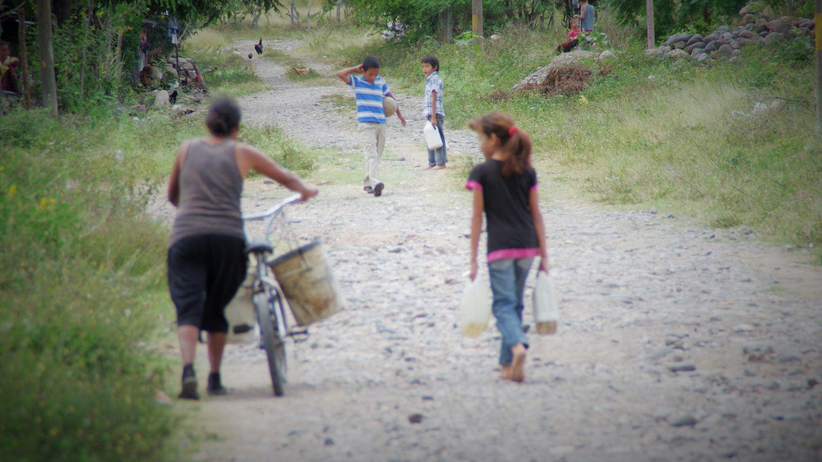 Foto: El río Selguapa, con agua para cultivo, es la única fuente de la que pueden beber los vecinos de las afueras de Comayagua. (D. Grasso)