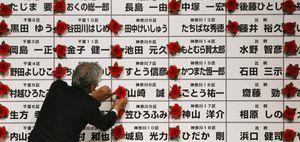 Foto: Japón vota por un gobierno de centro-izquierda con la nariz tapada