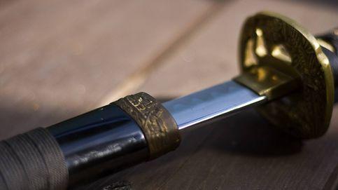 Propone resolver su juicio de divorcio con un duelo de espadas