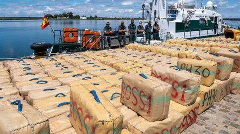 Interceptan 1.000 kilos de hachís en una narcolancha tripulada por dos españoles