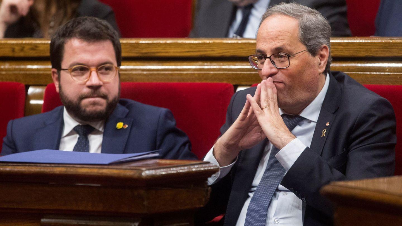 Quim Torra (d) y Pere Aragonès, en el Parlament. (EFE)