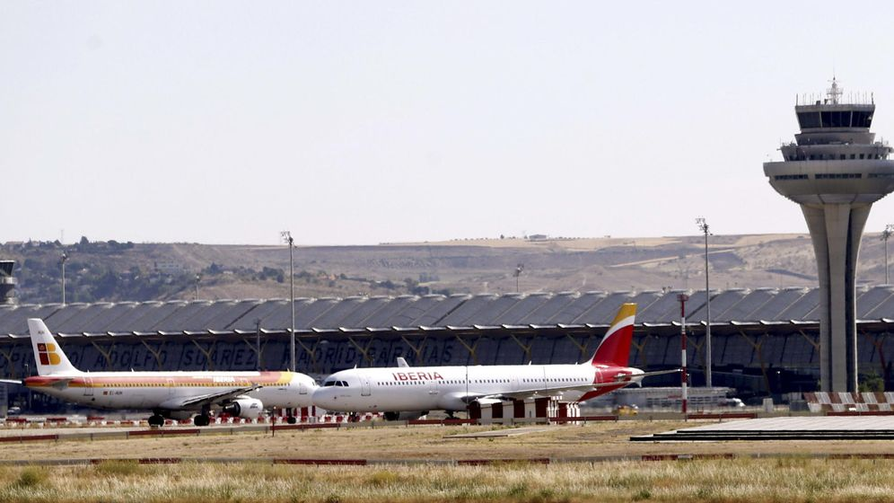 Foto: Torre de control en el aeropuerto Adolfo Suárez-Barajas de Madrid. (EFE)