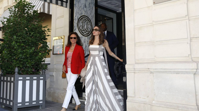 Angelina Jolie arrasa en París con estos looks minimal (que podrás copiar)