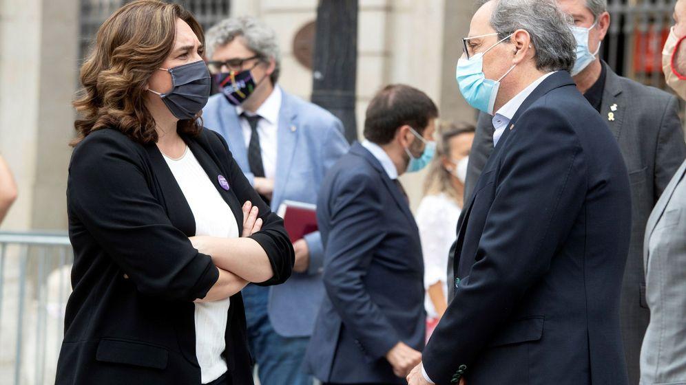 Foto: El presidente de la Generalitat, Quim Torra, conversa con la alcaldesa de Barcelona, Ada Colau. (EFE)