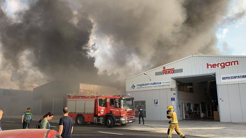 Controlado el incendio de una nave en Marrachí que ha dejado once heridos