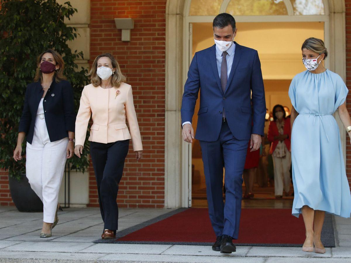 Foto: Primera reunión del Consejo de Ministros del nuevo gabinete de Pedro Sánchez. (EFE/Javier Lizón)