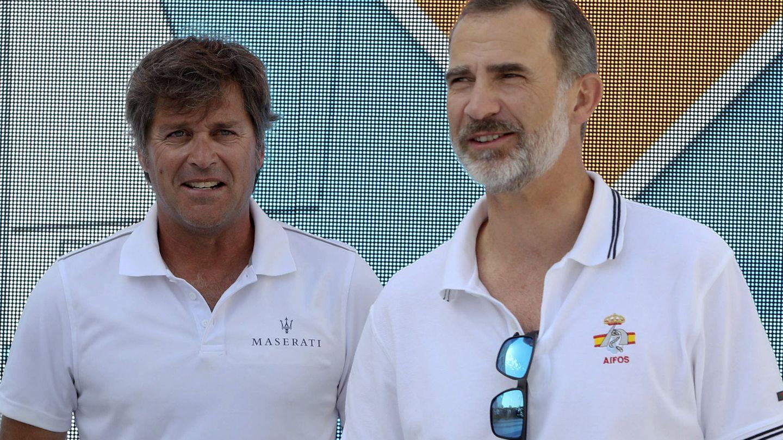 Felipe, junto a Fernando León. (EFE)