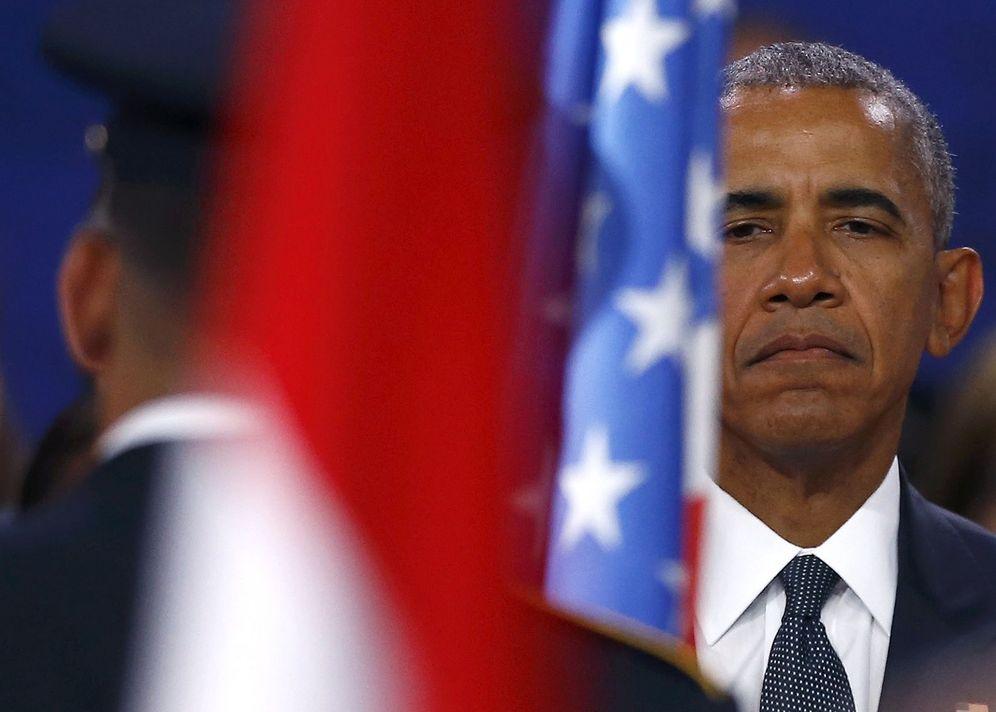 Foto: El presidente de EEUU, Barack Obama, guarda un minuto de silencio durante su visita a Varsovia. (Reuters)