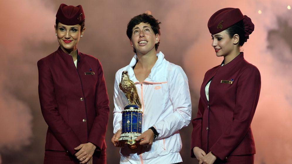 Foto: Carla Suárez, con el trofeo de campeona en Doha (EFE)