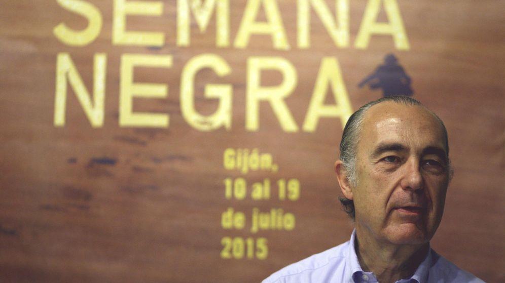 Foto: El poeta Luis Alberto de Cuenca en la Semana Negra de Gijón (EFE)