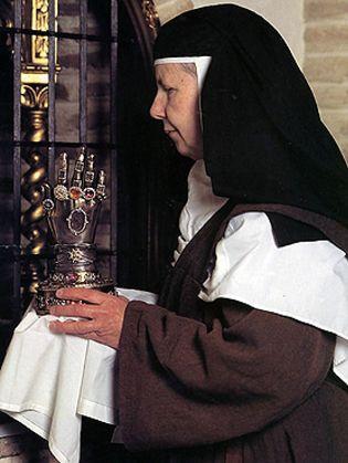 Foto: La mano milagrosa de Santa Teresa que Franco tuvo en su mesita de noche