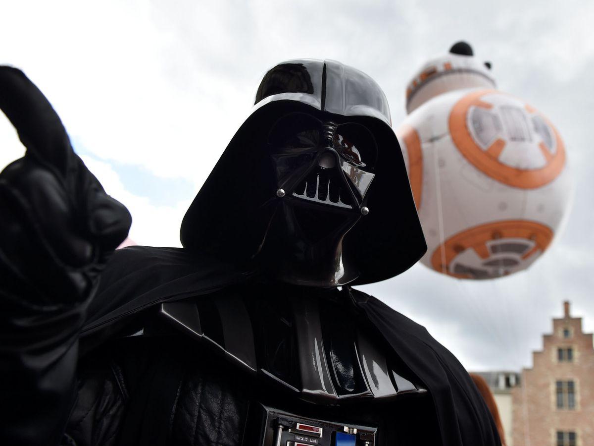 Foto: Un fan disfrazado de Darth Vader. Foto: REUTERS Eric Vidal