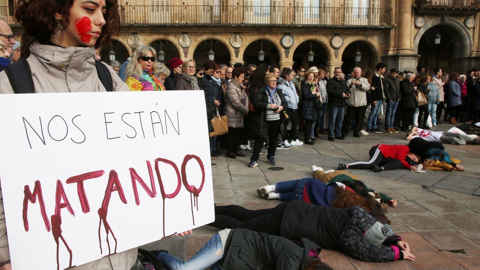 Foto: Concentración por la muerte de Laura Luelmo. (EFE)