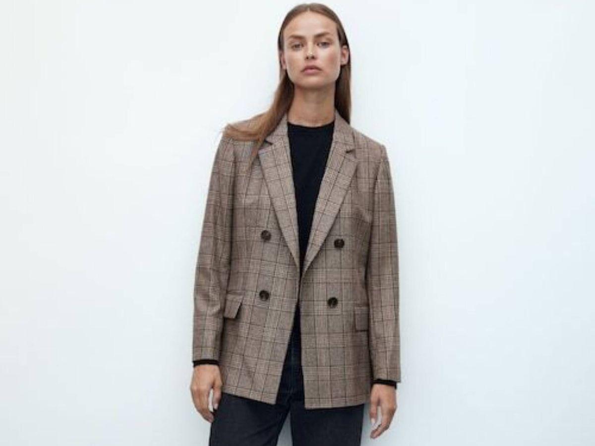 Foto: Descubre la blazer de cuadros de Massimo Dutti. (Cortesía)