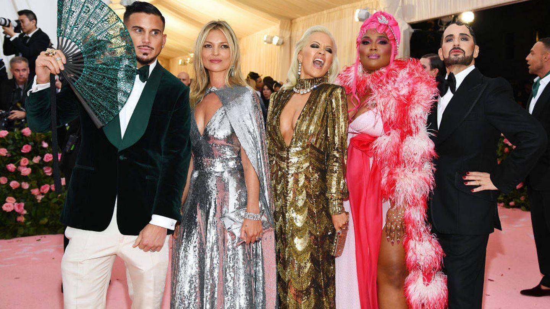 Los señores Jacobs con Kate Moss, Rita Ora y Lizzo. (Getty)