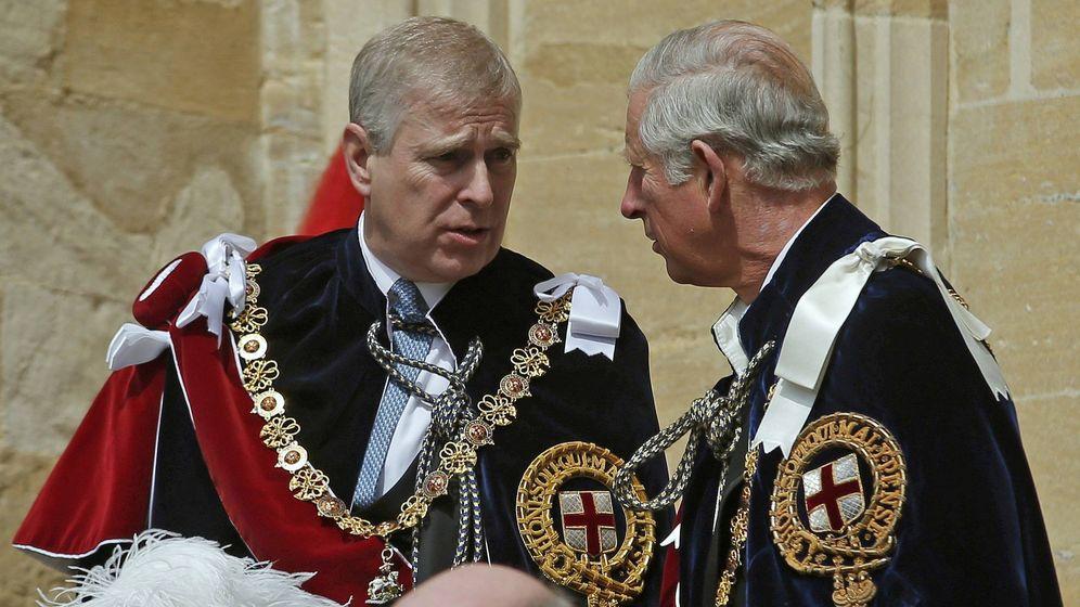 Foto: El príncipe Carlos con el príncipe Andrés. (Getty)