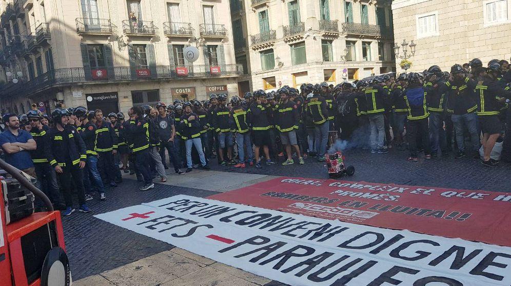 Foto: Más de un millar de trabajadores se concentraron en la plaza de Sant Jaume de Barcelona. (EC)