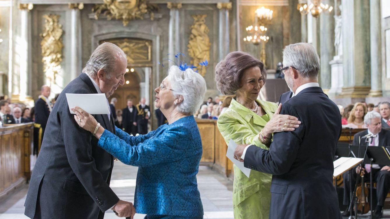Foto: Cristina saluda a Juan Carlos I y su marido a la Reina Sofía (Gtres)