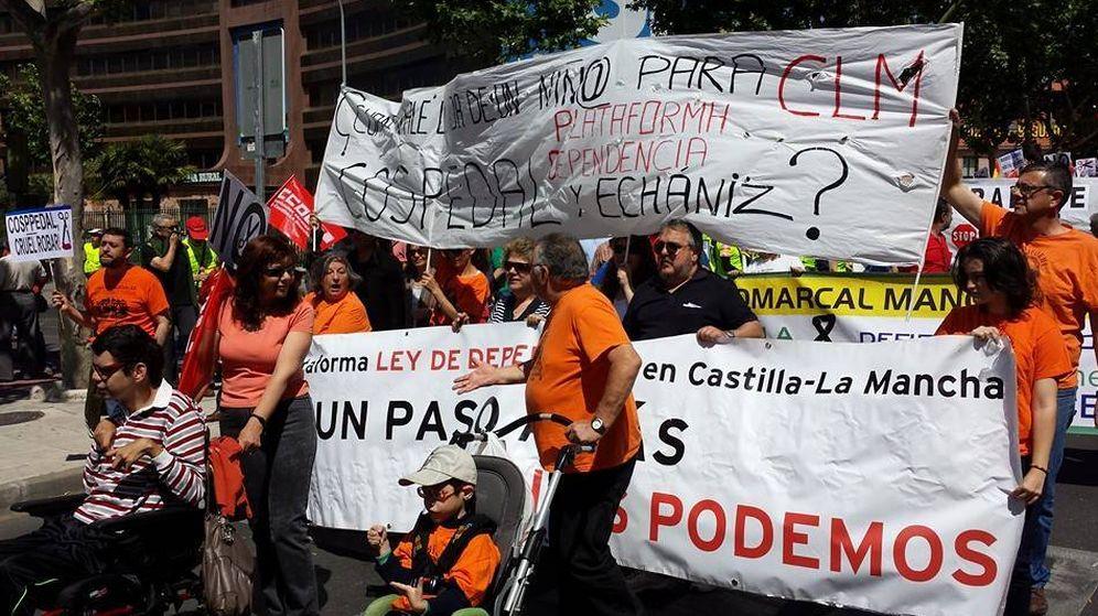 Foto: Personas dependientes de Castilla-La Mancha protestan por los recortes en las ayudas