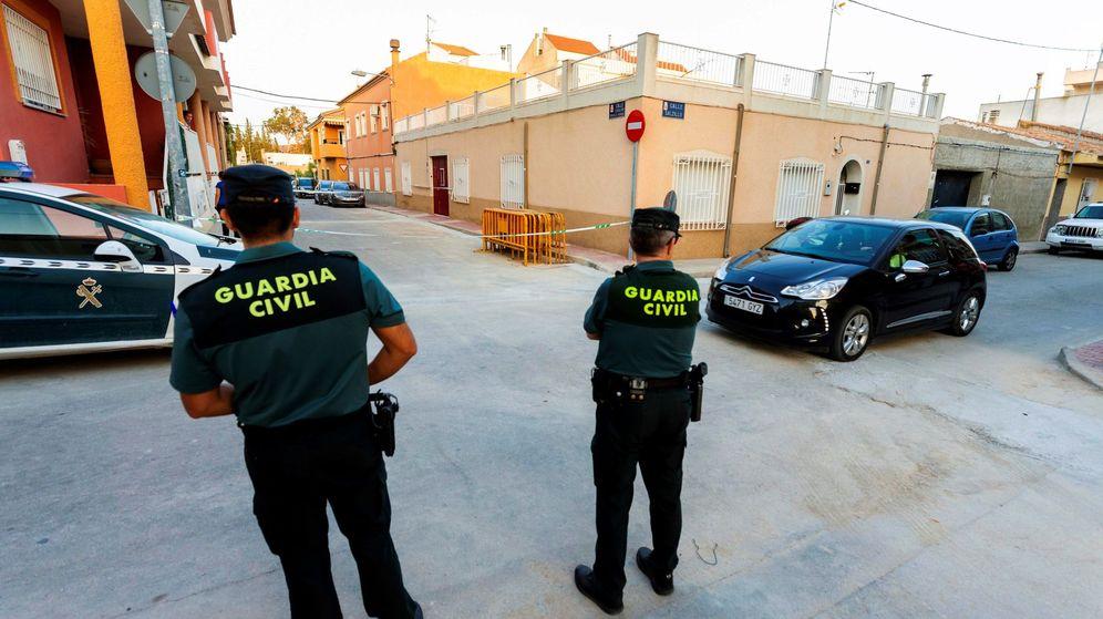 Foto: Dos agentes de la Guardia Civil en una imagen de archivo. (EFE)