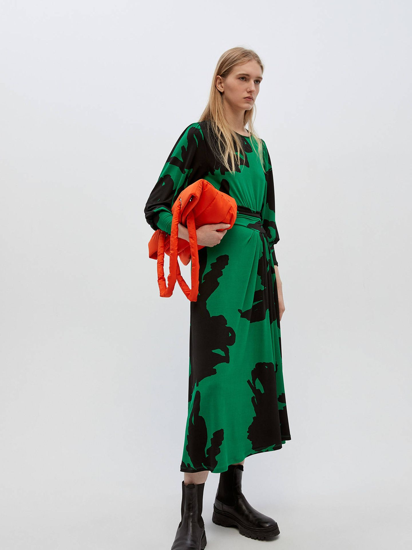 El vestido de flores de Sfera que te hará tipazo (Cortesía)